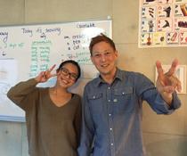 英会話教室での写真002 生徒さんとの写真です。