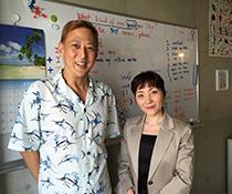 英会話教室での写真011 生徒さんとの写真です。
