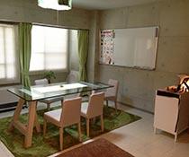 英会話教室での写真019 おしゃれな空間で。