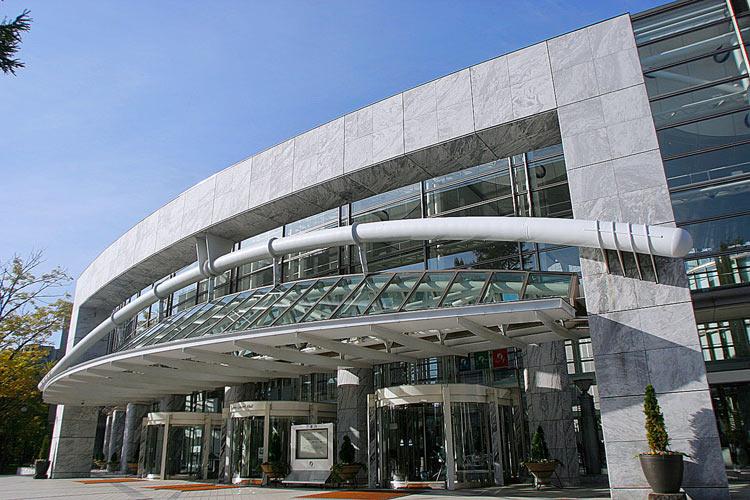 札幌市中島公園内の札幌コンサートホール Kitaraの写真。
