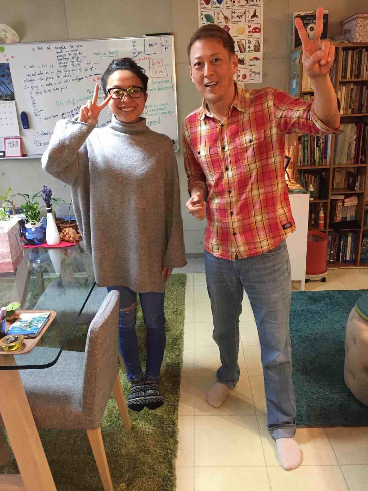 英会話スクールでの生徒さんとマイク先生の写真。マンツーマンでの英語・英会話コーチングです。