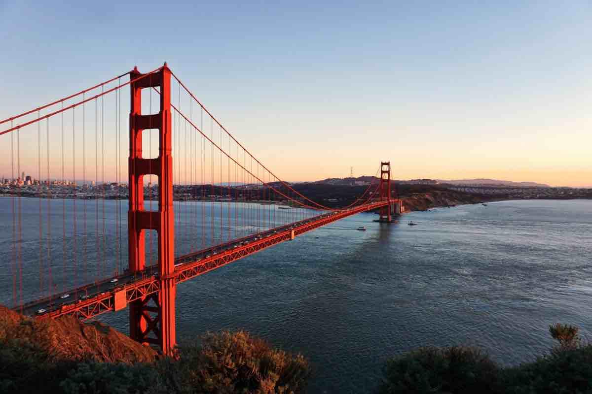 オンラインで英語コーチングを受けられます。世界のどこからでも。サンフランシスコの写真。