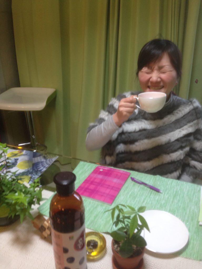 英会話レッスン中に紅茶を飲みながら。